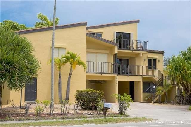 Casa Bella Quot A Quot 3 Bed 3 Ba Condo Sleeps 8 Steps To The Beach In Fort Myers Beach Beach Condo Rentals Beach Apartment Fort Myers Beach