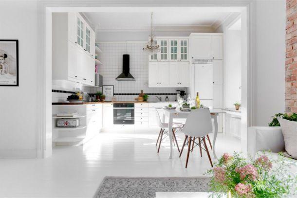 Klasyczna Biała Kuchnia W Stylu Skandynawskim Otwarta Na
