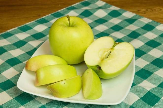 """(I""""m gonna Pass on this test on the human body) Arctic GMO Apples"""