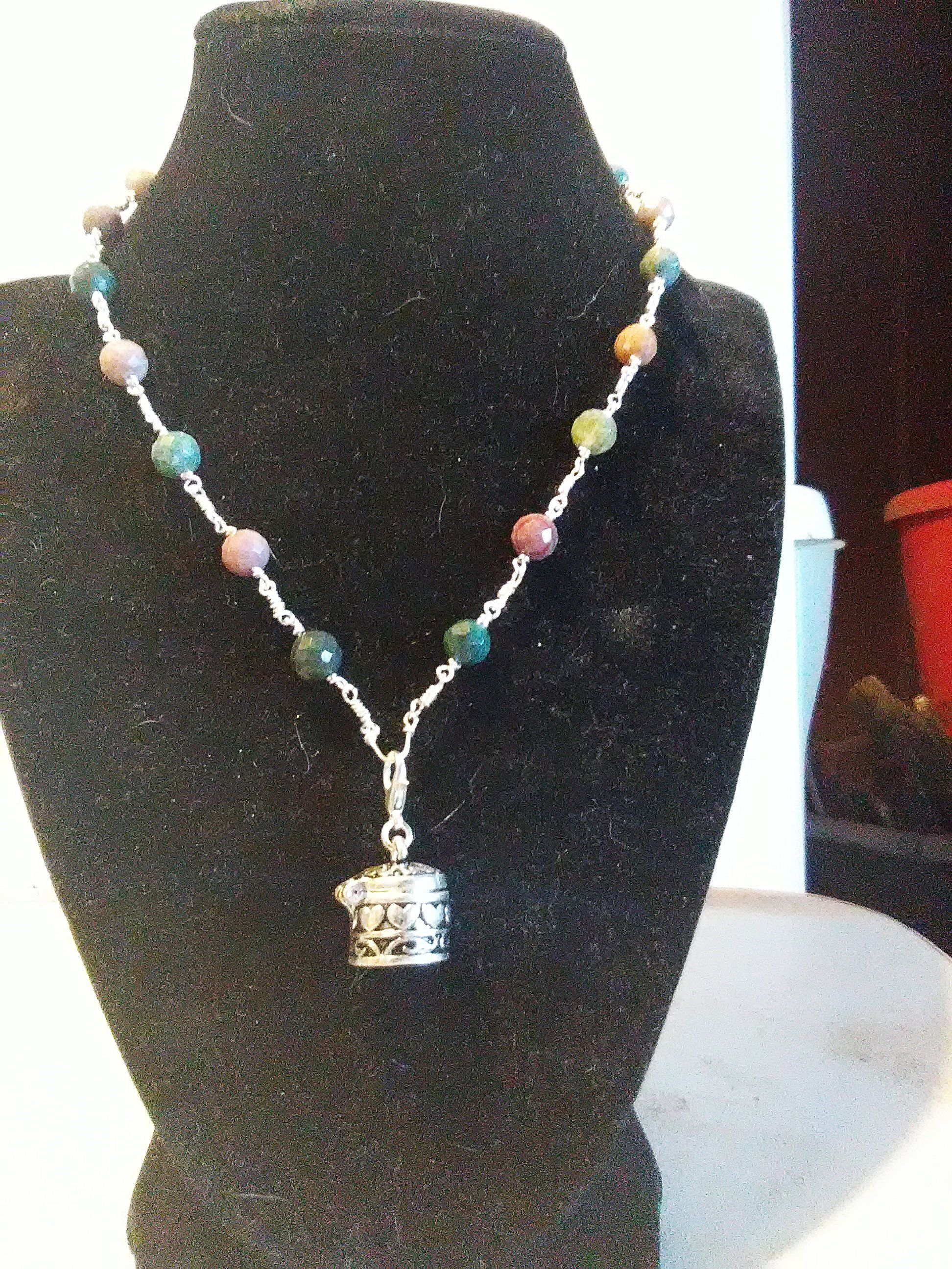 Faceted malaysian jade prayer box necklace choker
