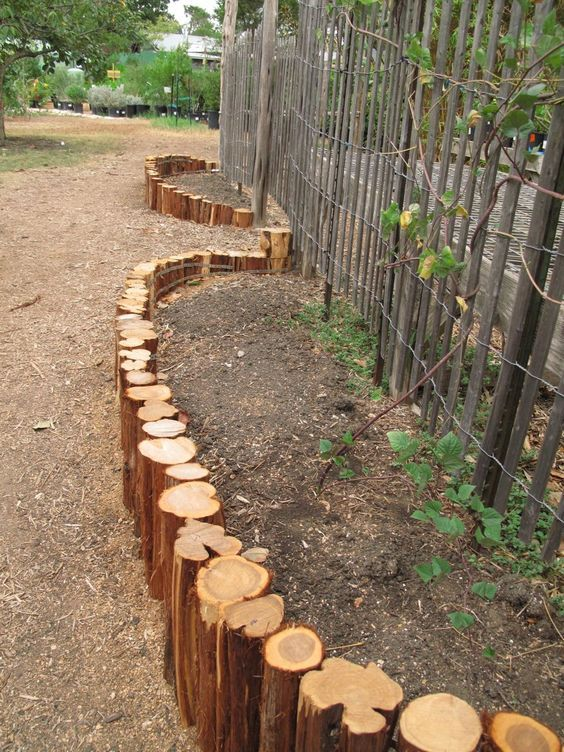 Upright logs used for garden edging(Diy Projects For ...