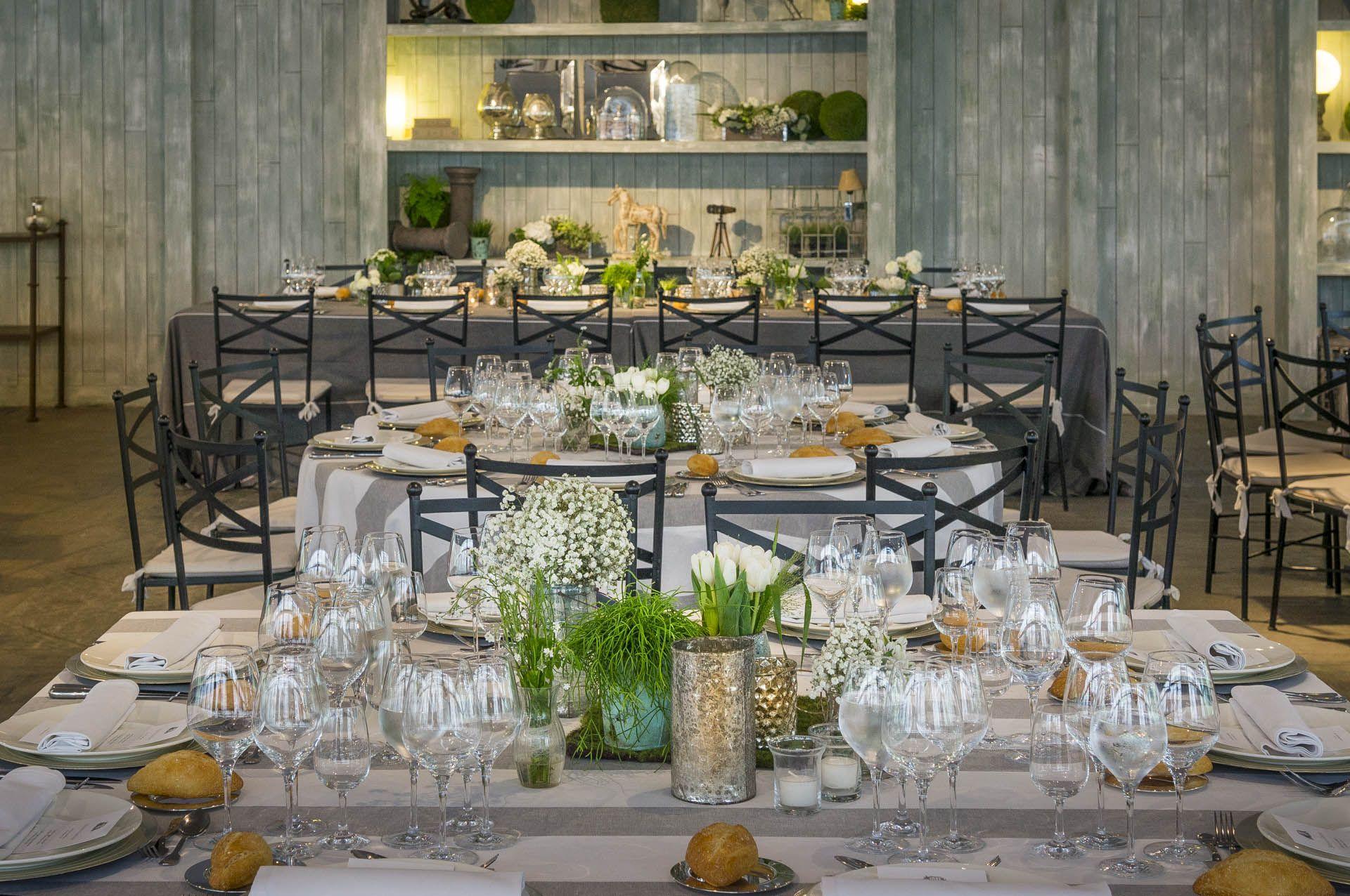 boda con manteles de lino raya gris y blanco combinado con. Black Bedroom Furniture Sets. Home Design Ideas