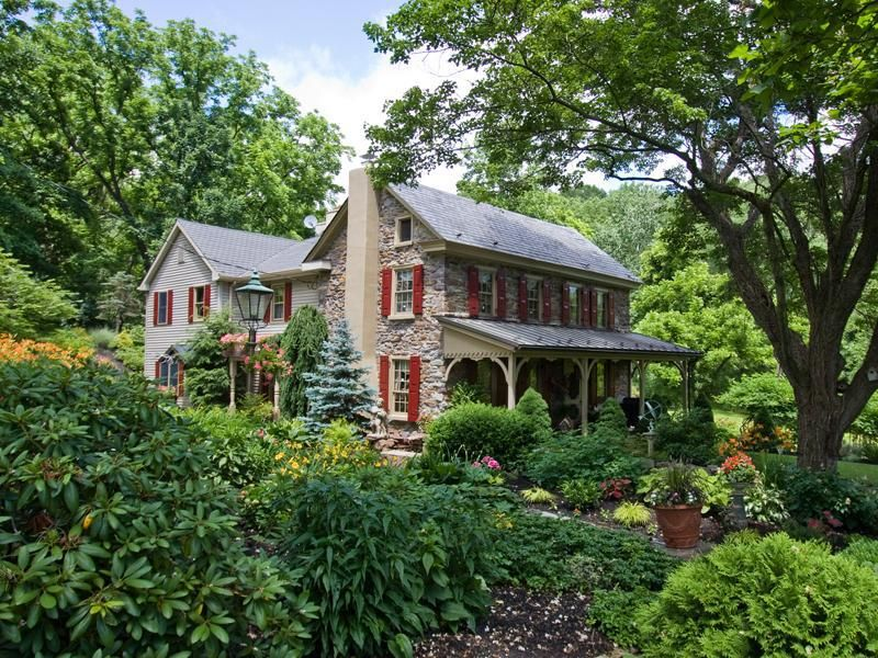 Omg I Am So In Love With This Historic Stone Farmhouse Stone Houses Old Stone Houses House Exterior