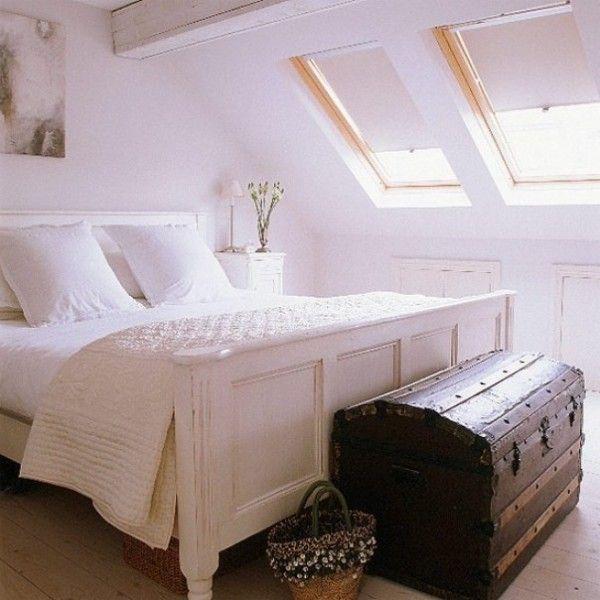 Camera da letto mansardata - Camera da letto mansardata con baule ...