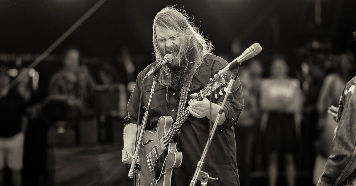 Chris Stapleton finally shares the reason behind suddenly postponing his concerts
