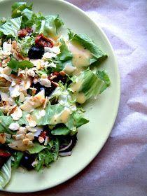 Qchenne-Inspiracje! FIT blog o zdrowym stylu życia i zdrowym odżywianiu. Kaloryczność potraw. : Przepisy FIT: Mix sałat z prażonymi migdałami, suszonymi pomidorami, oliwkami i sosem vinegret
