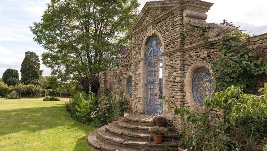 8 Bedroom Detached for Sale in Luckington Court