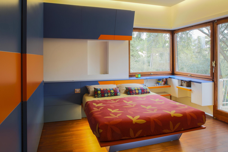 Cameretta Arancione E Blu : Realizzazione di una cameretta bimbo con arredi artigianali su