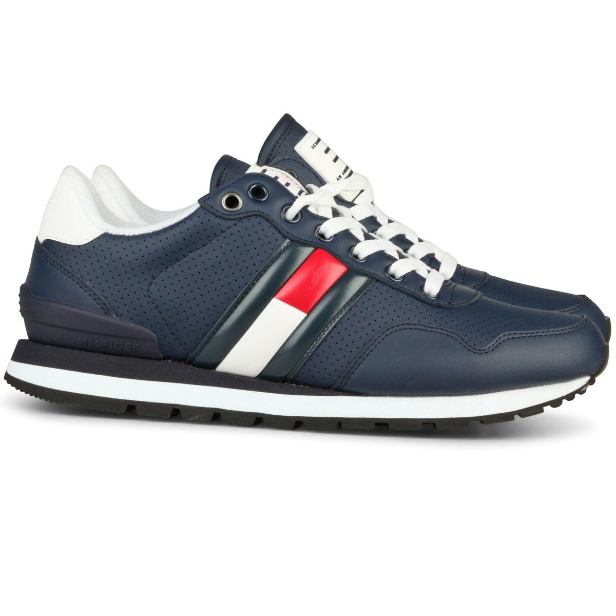 83f27d92f2219c Tommy Hilfiger schoenen voor heren. Blauwe sneaker uit de zomer 2019  collectie.