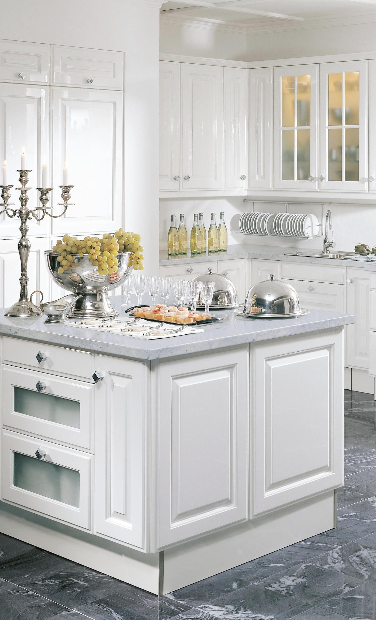 Gestalte in einem unserer Möbelhäuser deine Wunschküche so
