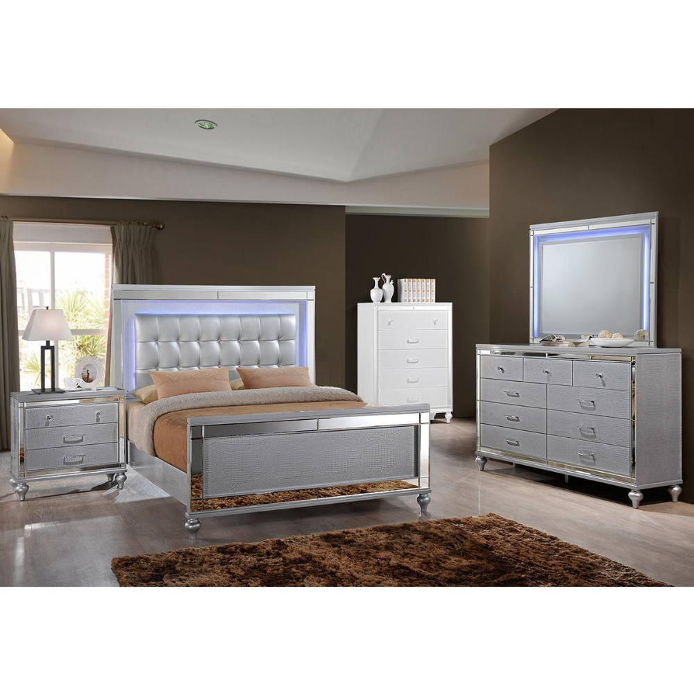 New Heritage Design Valentino 4 Piece King Bedroom Set In Silver