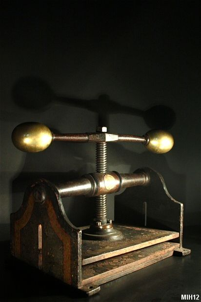 Presse de relieur XIX°, origine Hollandaise, estampillée