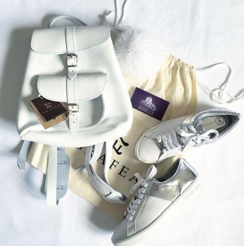 Stile e comodità! Baby Zainetto Bianco in Pelle made by @grafea #zainetto #fashion #outfit #primavera #estate www.grafea.com
