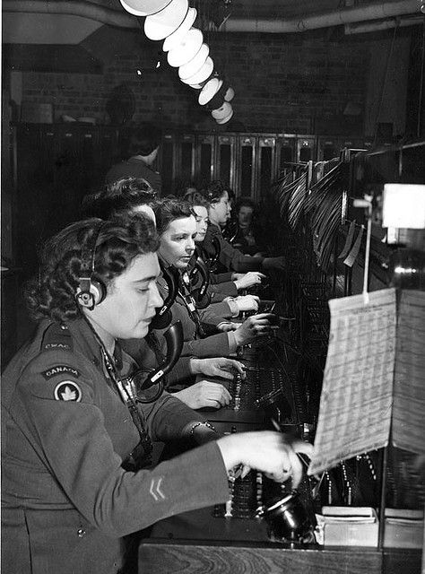 Canadian Women's Army Corps operating the telephone switchboard at Canadian Military Headquarters, London, 1945. #vintage #WW2 #1940s