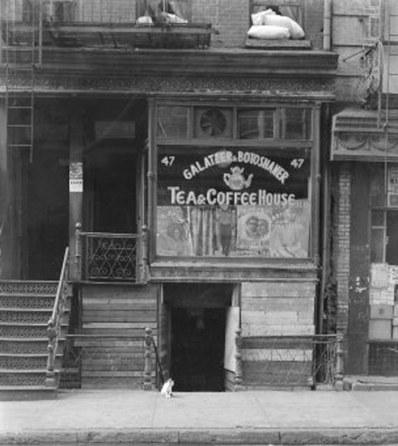Vintage Everyday Old Photos Of Nyc Coffee Shops Nyc Coffee Shop Coffee Shop New York Coffee