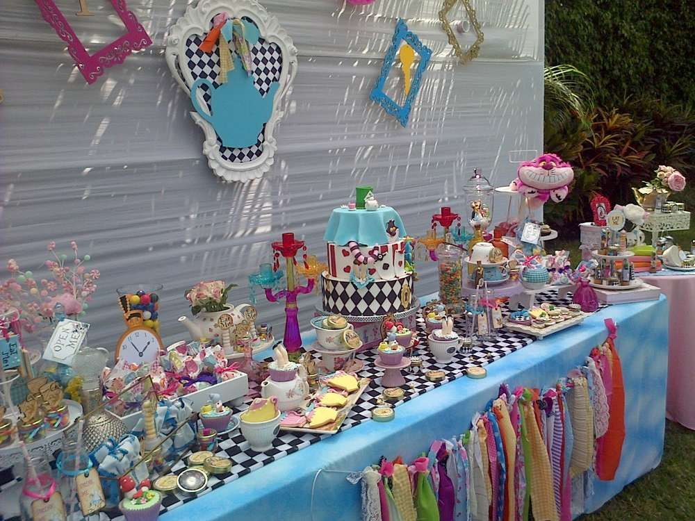 Alice In Wonderland Birthday Party Ideas With Images Alice In
