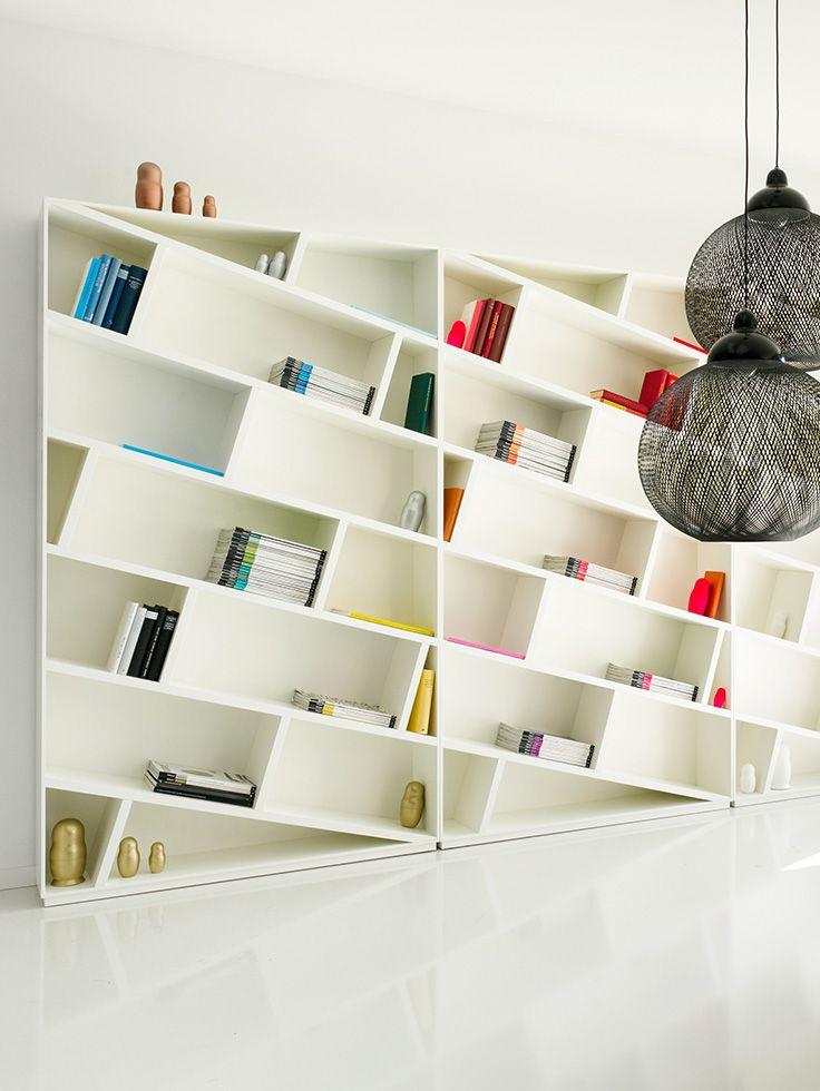 sch n schief das b cherregal only books er ffnet eine v llig neue sichtweise design apartment. Black Bedroom Furniture Sets. Home Design Ideas