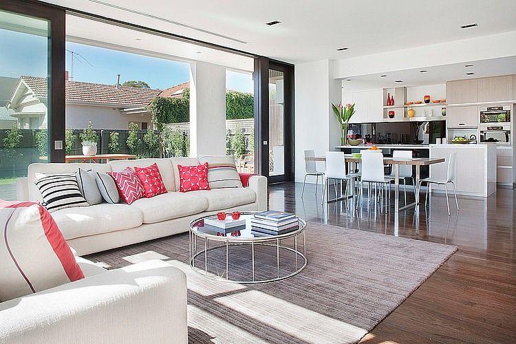 Dise o de casa moderna ubicada en esquina tiene una for Disenos de salas modernas