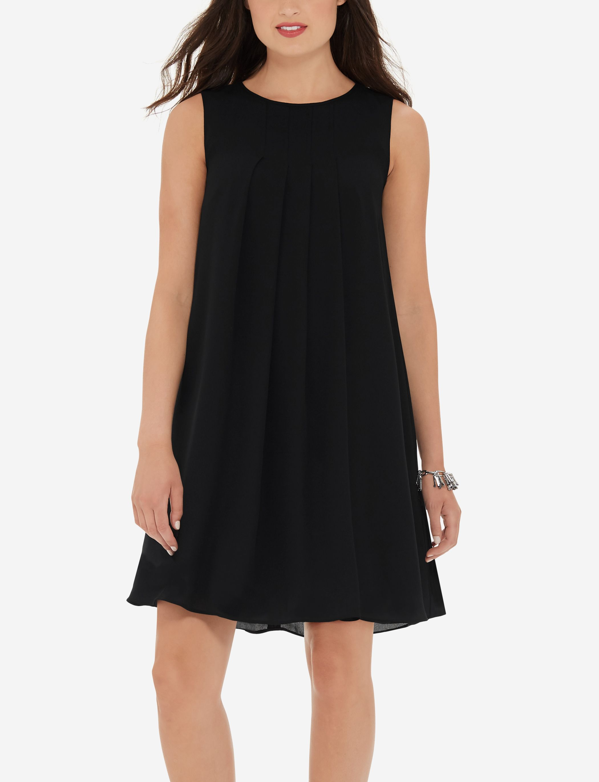 Lovely pleats add extra allure to this sleeveless flowy dress.