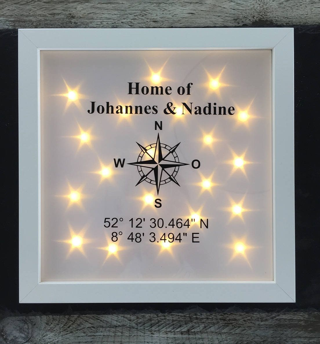 Beleuchteter Bilderrahmen Kompass Koordinaten und Name