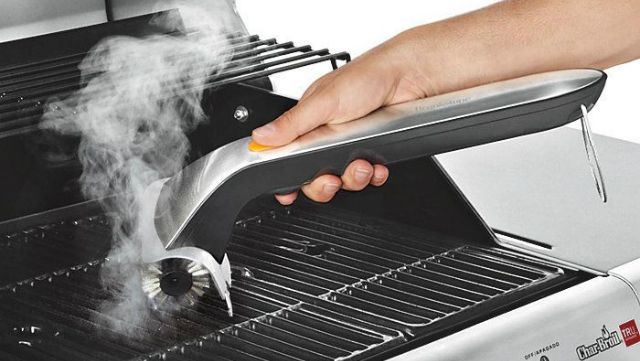 Motorized grill cleaner