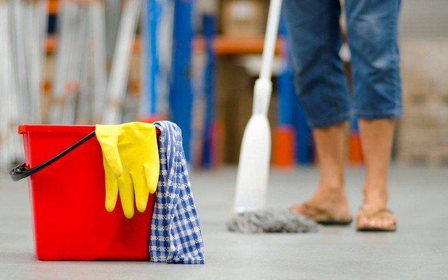 Restrinja o uso de desinfetantes ao banheiro. E lembre-se: é preciso desinfectar os locais onde tocamos com as mãos. Foto: Think Stock