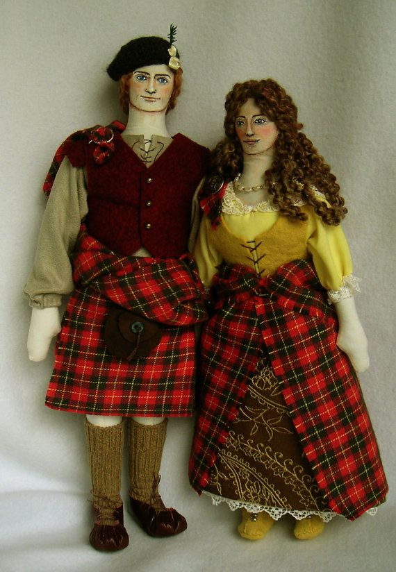 Made to Order set of Jamie and Claire Fraser soft sculpture art dolls, made by Ellen Paquette of theweebeasties (Etsy).  Amazing craftsmanship!