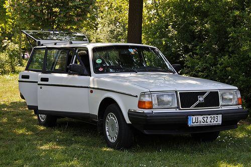 VOLVO 240-Love this