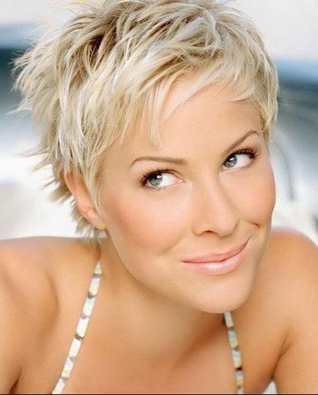 Coupe courte blonde cheveux fins