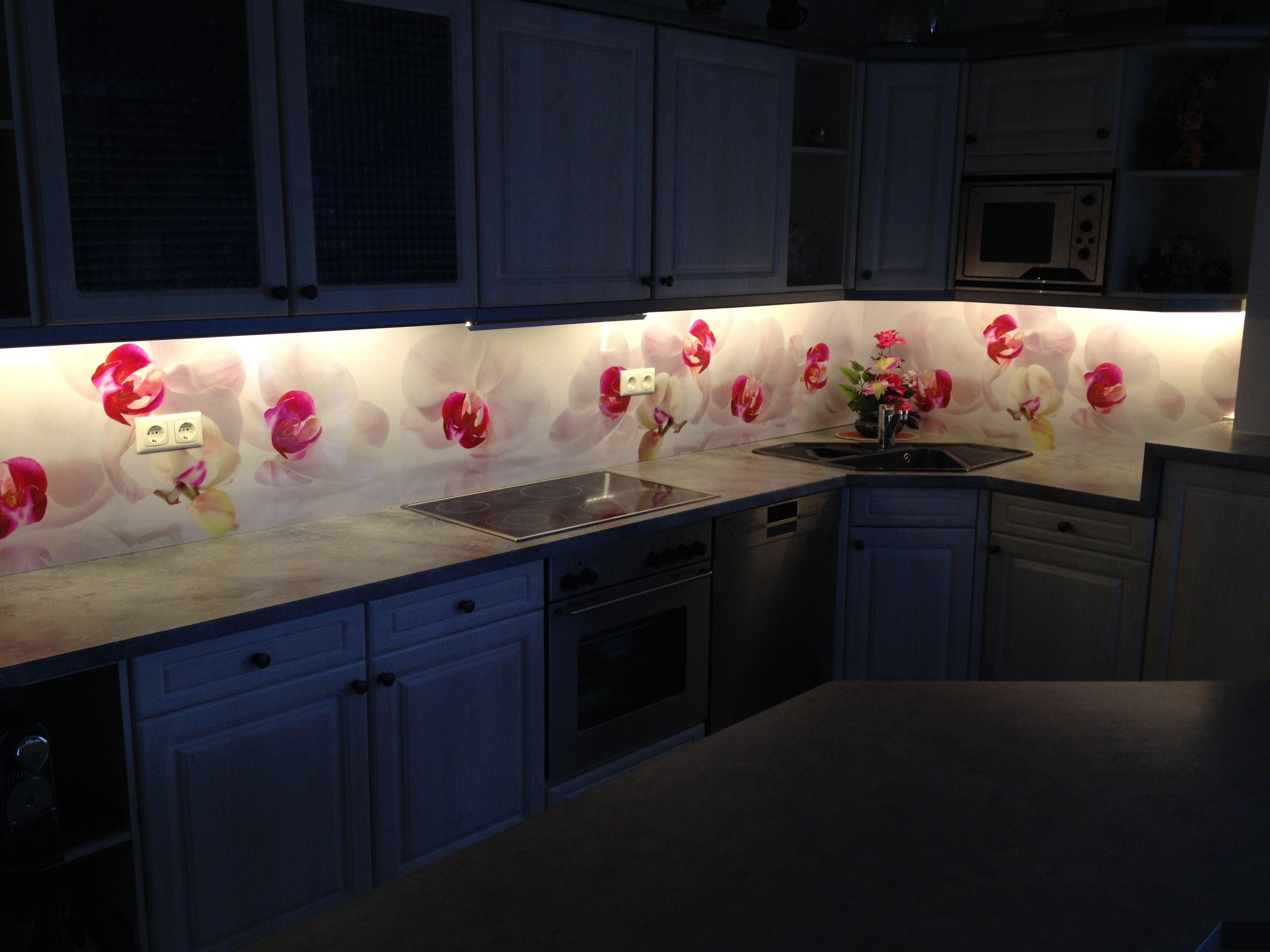 Diese Kuchenruckwand Sieht Auch Mit Beleuchtung Richtig Gut Aus Kuechenrueckwand Duschrueckwand Schoenundwieder Kuchen Ruckwand Kuche Kuche Umgestalten