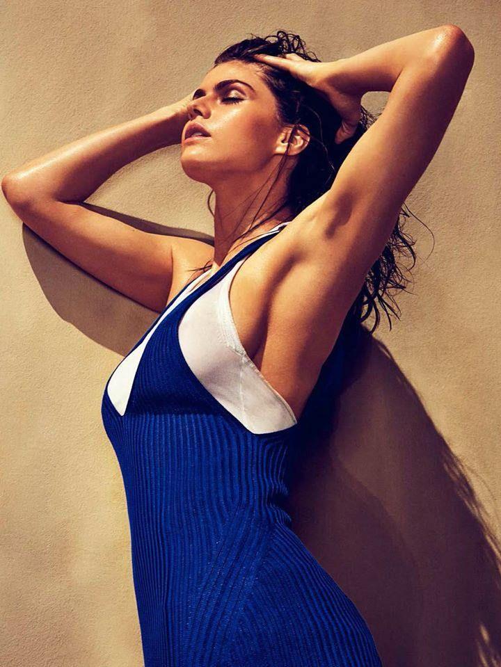 Alexandra Daddario blue dress
