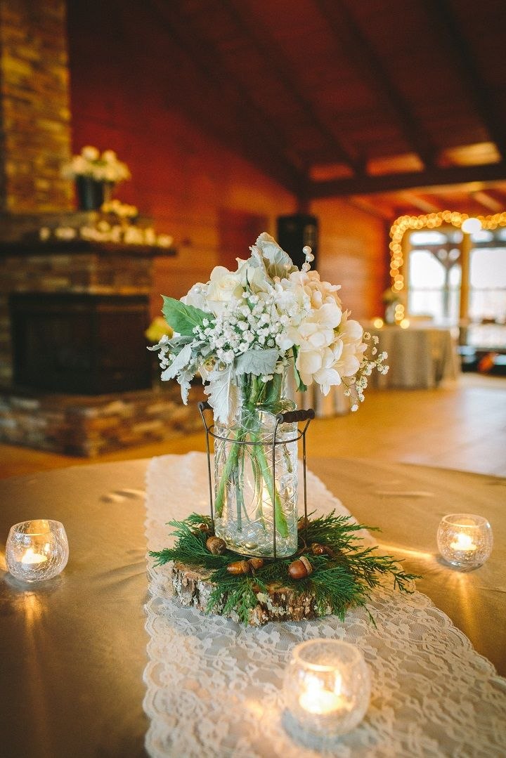 Wedding flower arrangments for a classic winter wedding in January | fabmood.com #winterwedding #longsleevedweddingdress