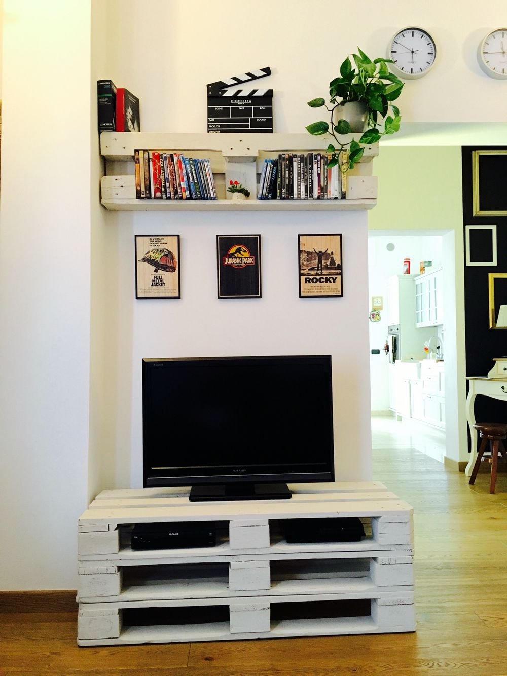 Mobile tv con pallet home pinterest mobili porta tv - Mobile con bancali ...