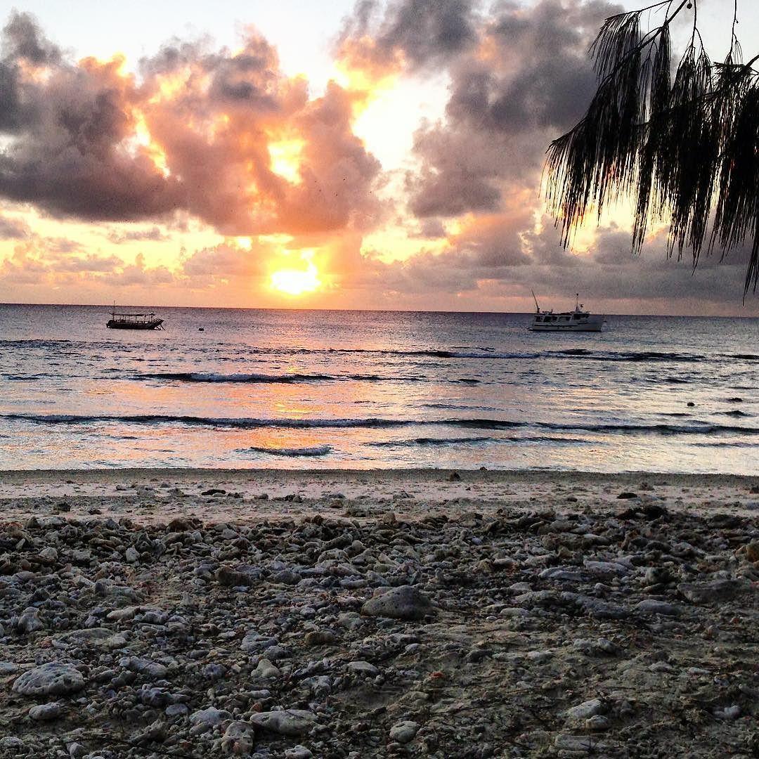 Take me back to this stunning sunset on @ladyelliotislandecoresort ...