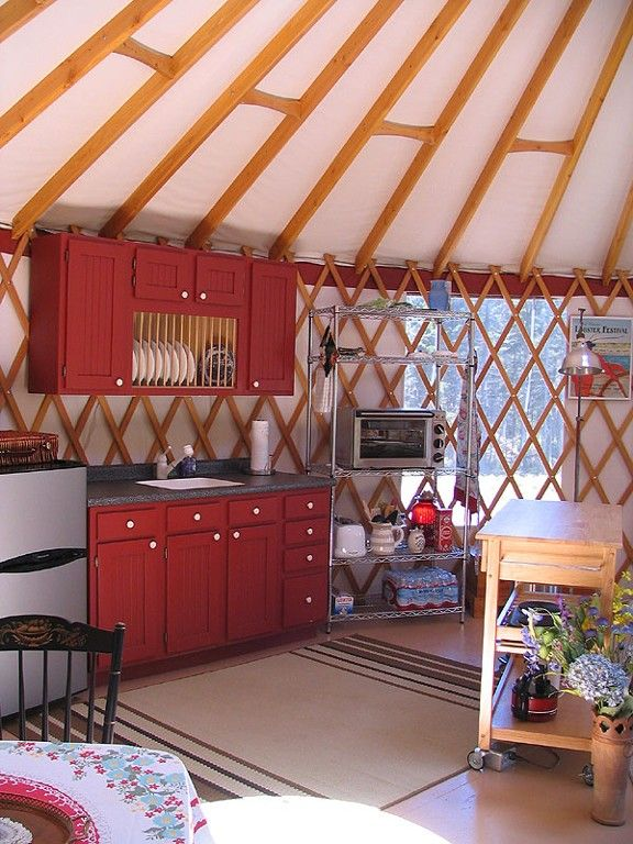 Love the red and the mix of vintage and modern yurt for Maison yourte moderne