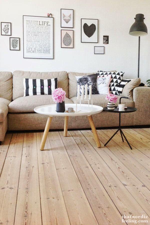 decoracion-salon-decoracion-pared-sofa-decorar-con-laminas-estantes - como decorar un techo de lamina
