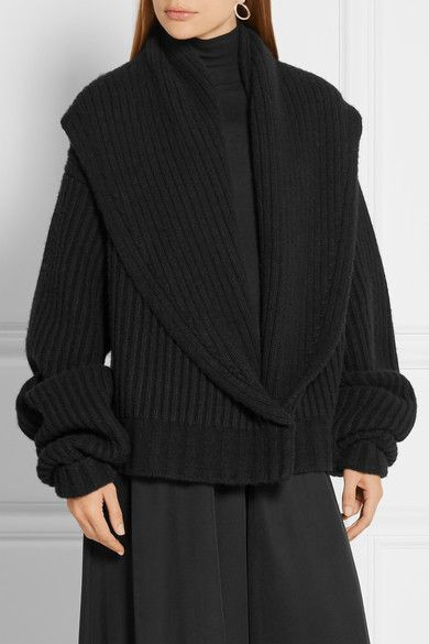Black wool and cashmere-blend Concealed hook fastening at front 65% wool, 35%…