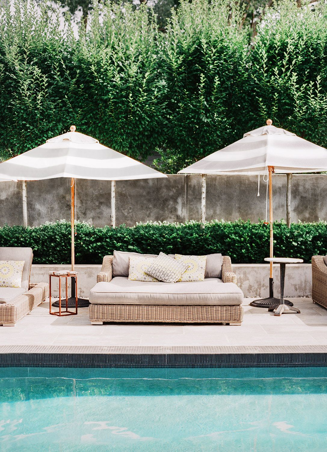 Outdoor poolside perfection! Love the limestone tiles, white striped ...