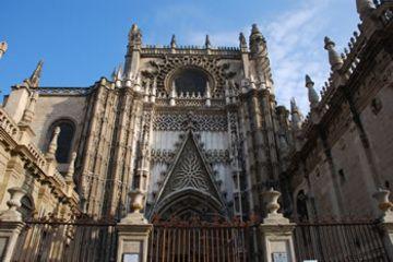 Es el Seville Cathedral. Se puede mirar y descansar.