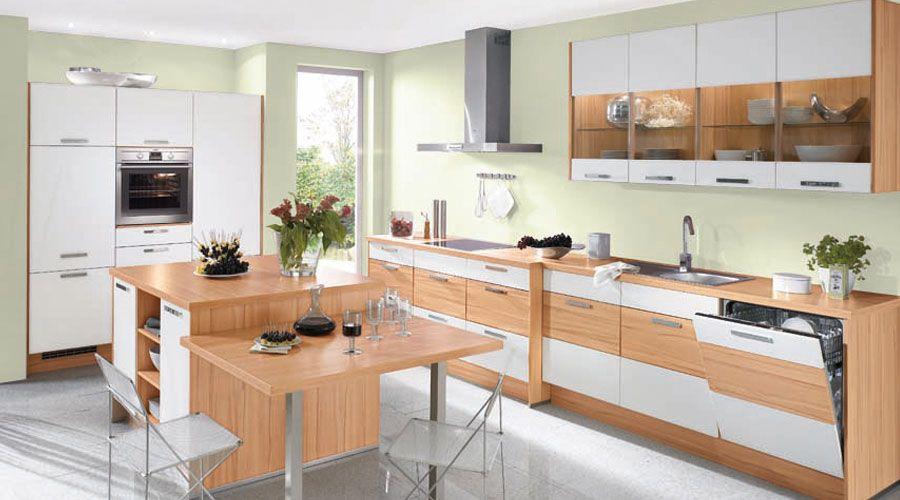 Küche in Kernbuche Nachbildung und weiß matten Fronten. www.kuechen ...