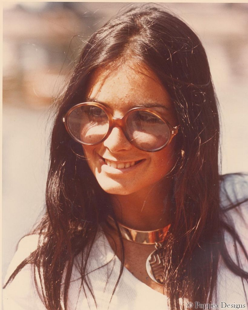7542703209 1970 - chokers and giant glasses
