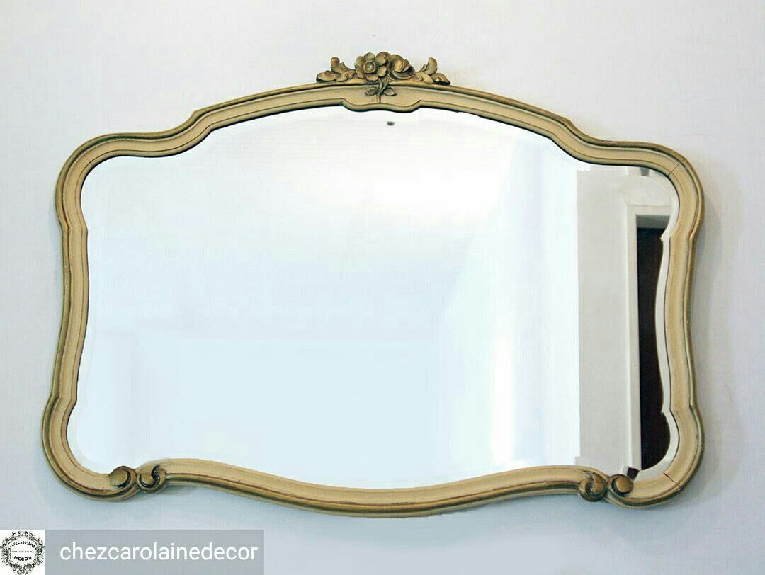 Tradicional espejo francés de gran tamaño con marco de madera y ...