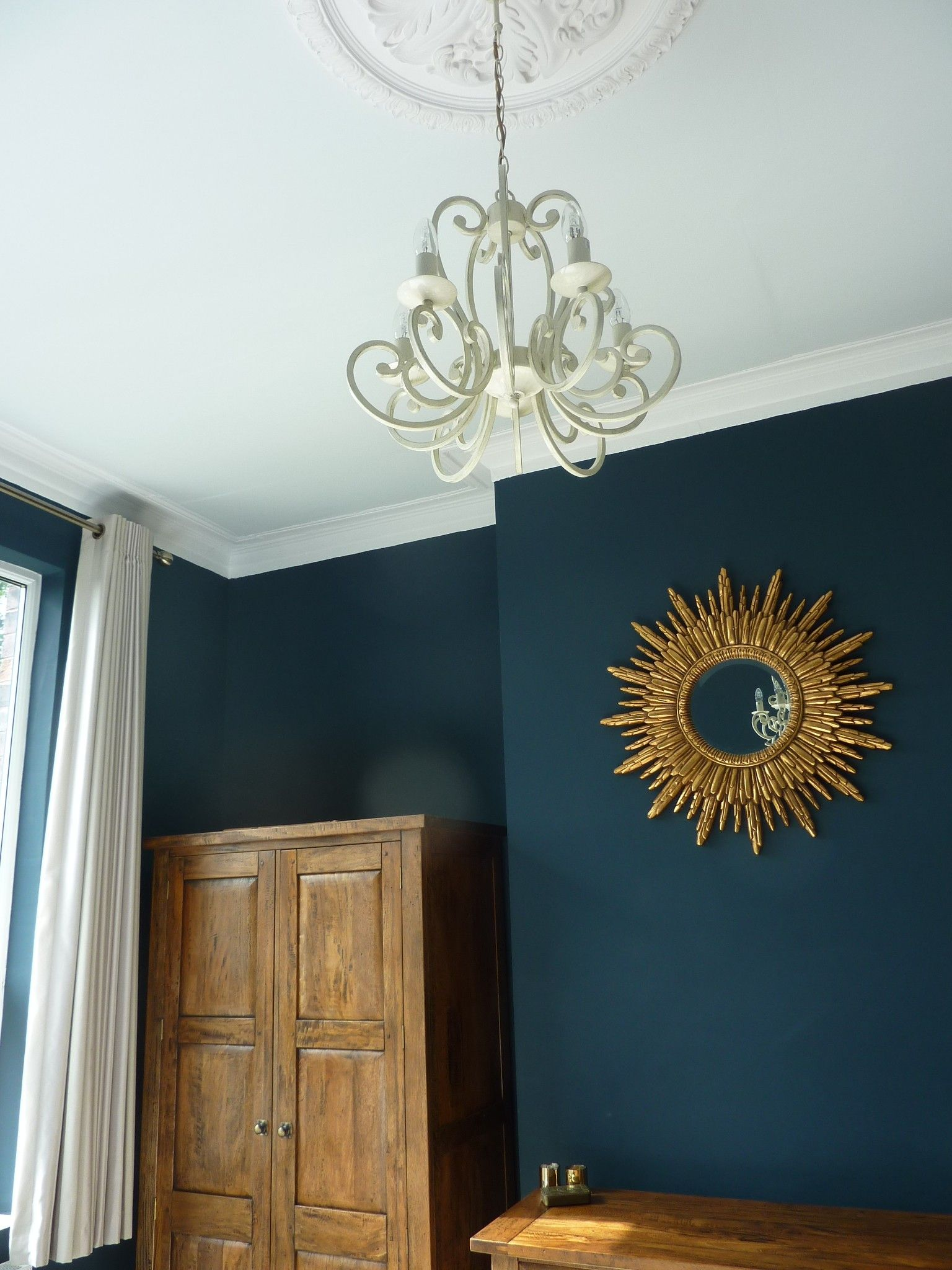 farrow and ball cabbage white ceiling with hague blue walls wonen pinterest hague blue. Black Bedroom Furniture Sets. Home Design Ideas