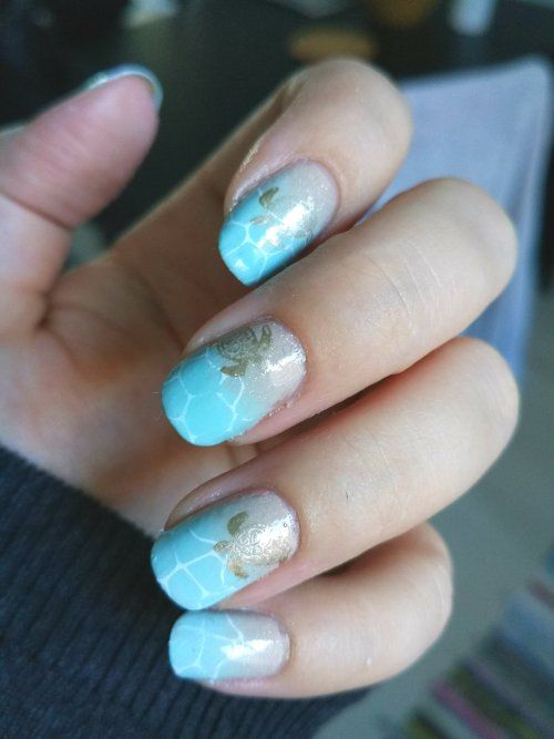 Ocean nails with turtles
