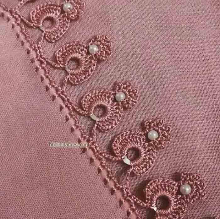 Sade renkte tülbentlerin üzerine kolayca yapabileceğiniz oldukça şık oya örneği. #teddybear