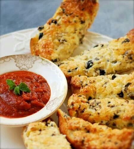 Best Garlic Bread on the Planet - by Melissa at chindeep.com!