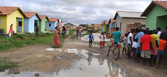 Cerca de 50 casas populares são invadidas por moradores de Guarani