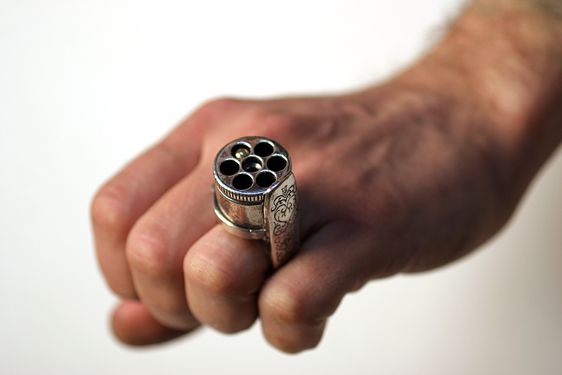 Pistol Signet Ring Startpage Picture