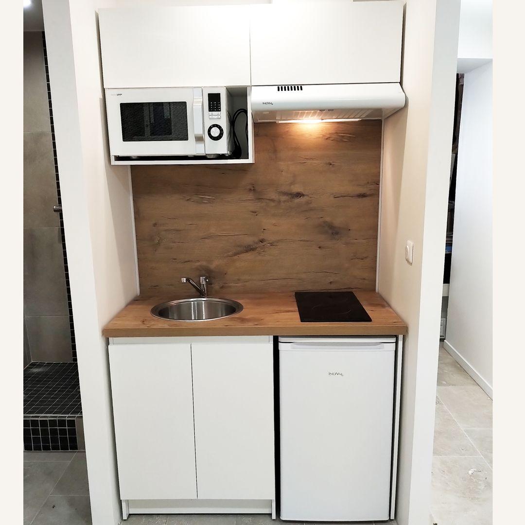 Kitchenette Blanche 110cm En 2020 Cuisine De Petit Appartement Kitchenette Idees Kitchenette