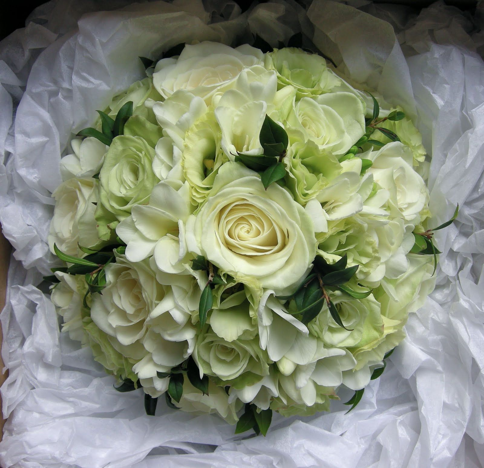 ivory bridal bouquet pictures wedding flowers blog charlotte 39 s wedding flowers classic green. Black Bedroom Furniture Sets. Home Design Ideas